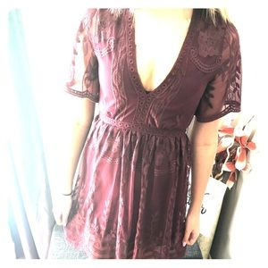 Burgundy dress with lace and eyelet details (M)